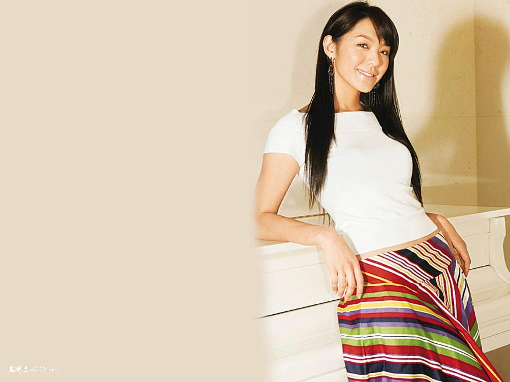 韩国明星:官恩娜壁纸